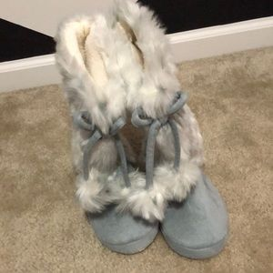 New kids slippers size 2.
